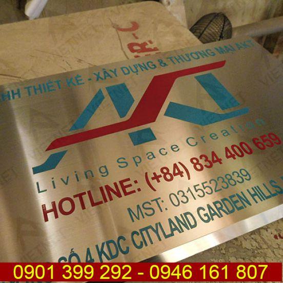 Bảng hiệu công ty inox ăn mòn thương mại AKT