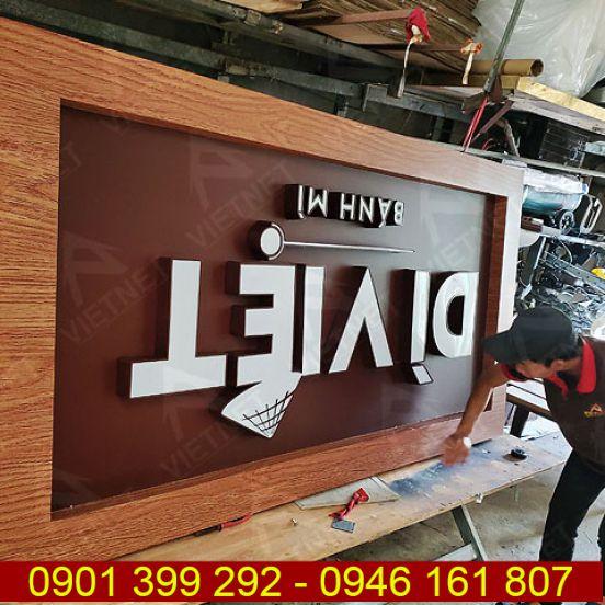 Bảng hiệu quảng cáo Tiệm Bánh Mì Dì Việt
