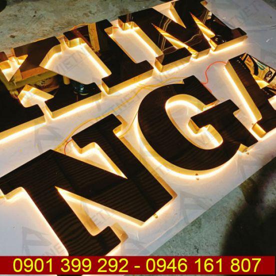 Chữ inox âm đèn hắt sáng chân Kim Nga