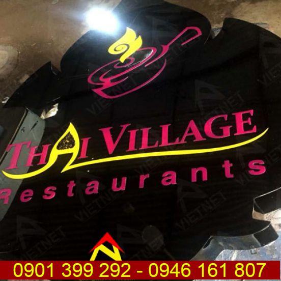 Chữ inox đen bóng và logo Thai Village Restaurant