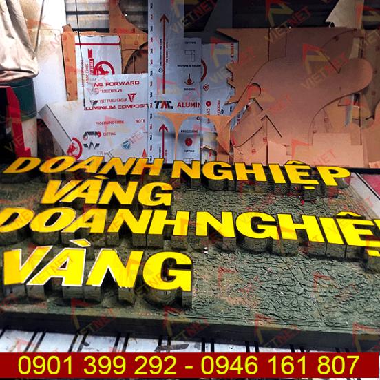 Chữ inox lồng mặt mica Doanh Nghiệp Vàng và logo Kim Cương