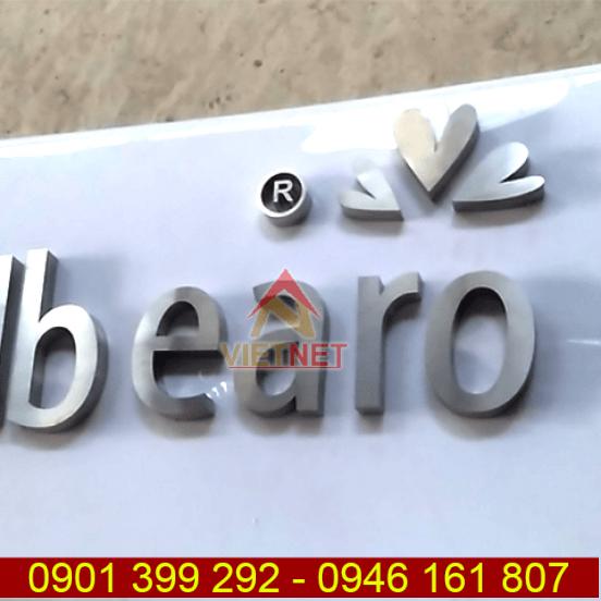 Chữ inox trắng xước và logo Db Earo