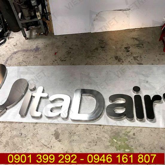 Chữ inox trắng xước thương hiệu sữa VitaDairy