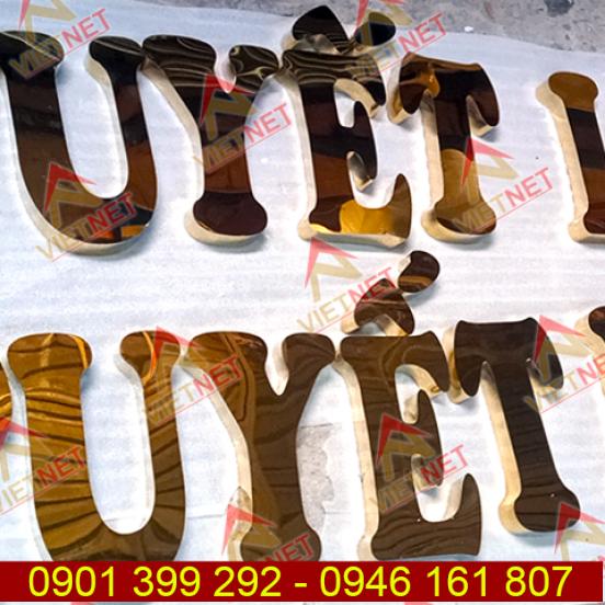 Chữ inox vàng gương Tuyết Loan gia công chữ nổi