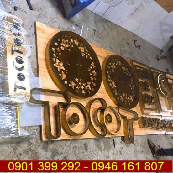 Chữ inox vàng xước và logo Tiệm Trà Sữa Tocotoco