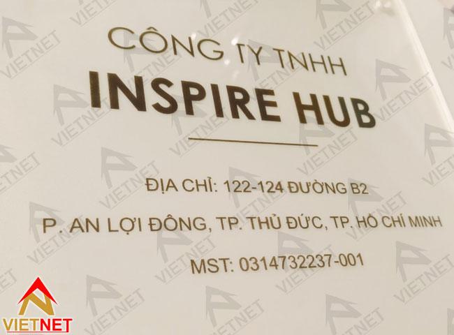 bang-mica-ten-cong-ty-in-decal-dan-nguoc-inspire-hub-2