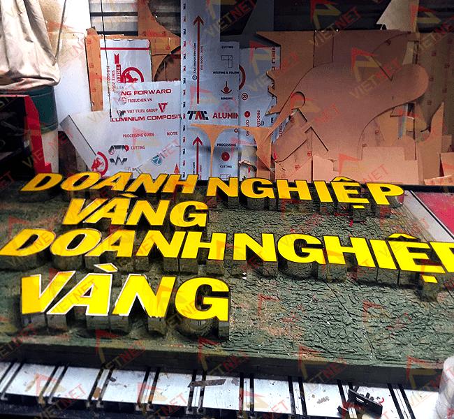 chu-inox-long-mat-mica-doanh-nghiep-vang-va-logo-kim-cuong