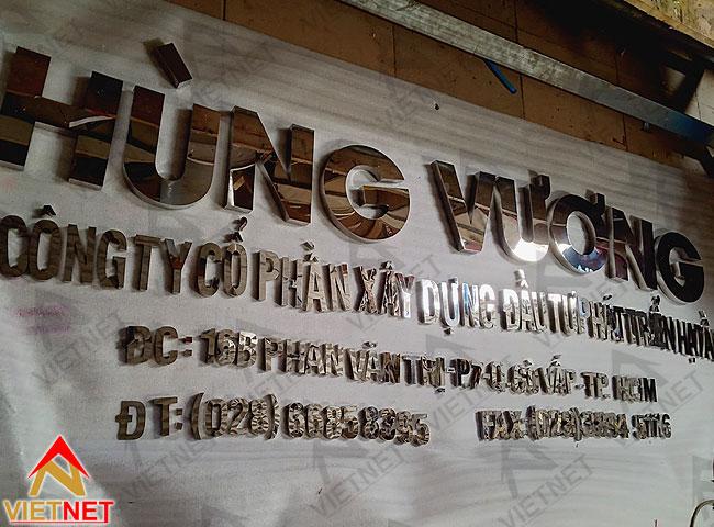 chu-inox-trang-guong-hung-vuong