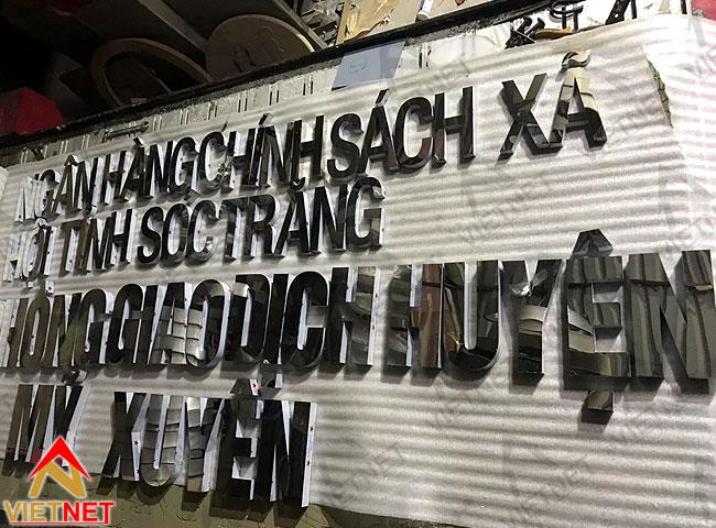 chu-inox-trang-guong-ngan-hang-chinh-sach-xa-hoi-soc-trang