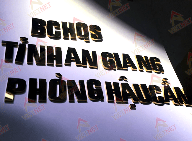 chu-inox-vang-guong-ban-chi-huy-quan-su-tinh-an-giang