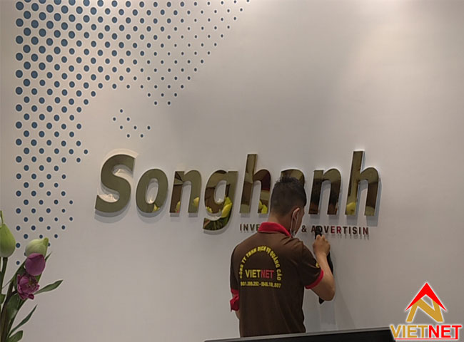 chu-inox-vang-guong-song-hanh