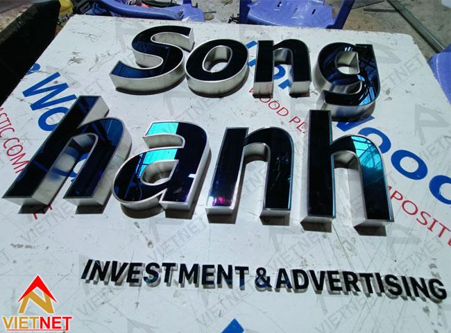chu-inox-xanh-guong-song-hanh-1