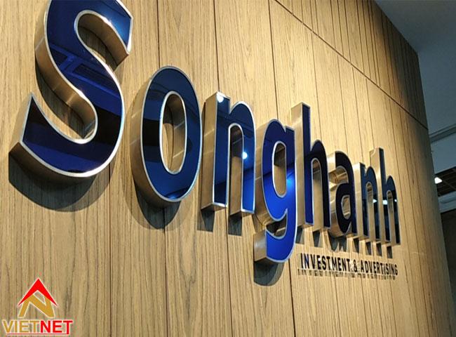 chu-inox-xanh-guong-song-hanh-2