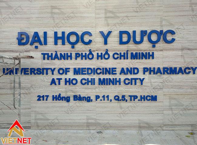 thi-cong-bang-hieu-quang-cao-truong-dh-y-duoc